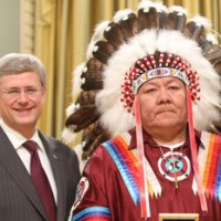 Prime-Minister-Stephen-Harper-with-Chief-Roger-Redman-in-2012